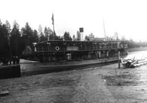 Neiturin kanava oli tärkeä liikenneväylä myös henkilöliikenteelle. Kuvassa Ylä-Keitele Neiturin kanavassa vuonna 1929